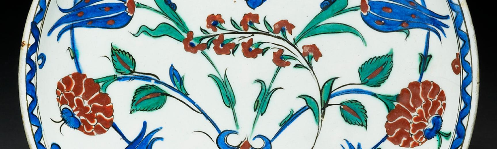 Iznik dish with roses and tulips EA1978.1423