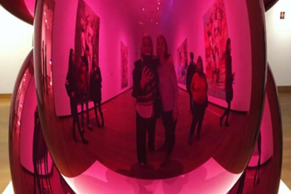 Jeff Koons exhibition Instagram photo by saskiawhitfield